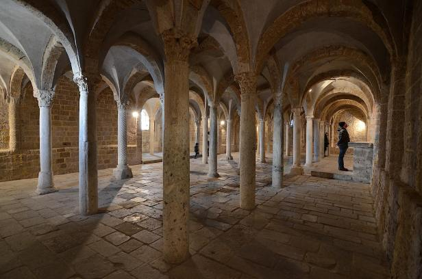 Chiesa_di_San_Pietro_Tuscania_Cripta